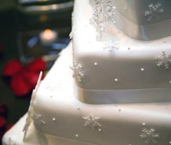 Pictures of Winter Wedding Cakes