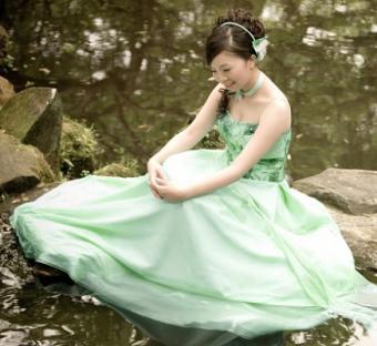 https://cf.ltkcdn.net/weddings/images/slide/106352-436x400-green8.jpg