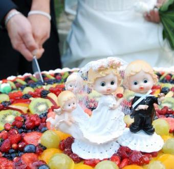 https://cf.ltkcdn.net/weddings/images/slide/106375-414x400-crazygal11.jpg