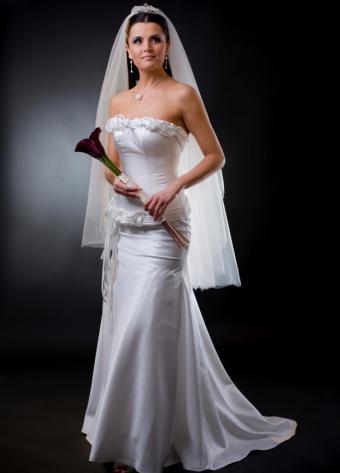 https://cf.ltkcdn.net/weddings/images/slide/106403-566x787-dress6.jpg