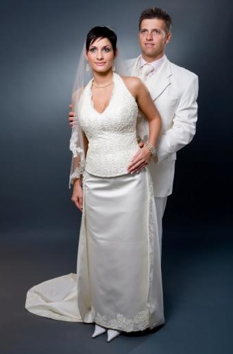 https://cf.ltkcdn.net/weddings/images/slide/106405-518x787-dress7.jpg