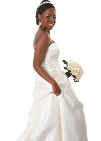 https://cf.ltkcdn.net/weddings/images/slide/106406-576x803-dress8.jpg