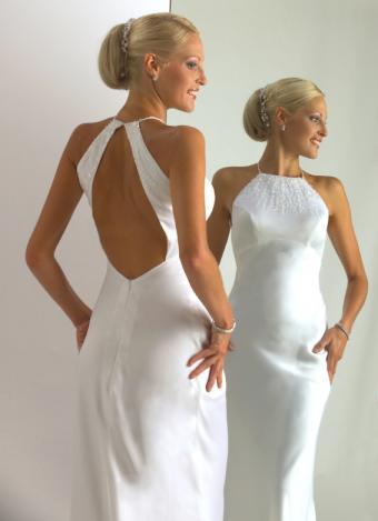 https://cf.ltkcdn.net/weddings/images/slide/106407-566x781-dress9.jpg