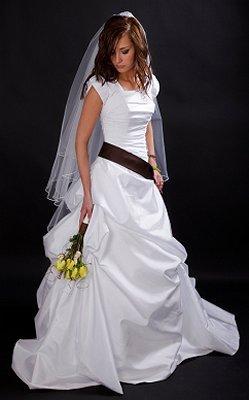 https://cf.ltkcdn.net/weddings/images/slide/106414-249x400-lds7.jpg