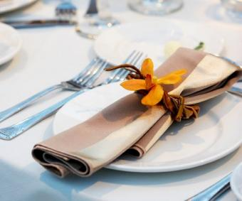https://cf.ltkcdn.net/weddings/images/slide/106425-480x400-falltable6.jpg