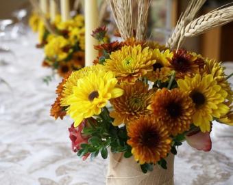 https://cf.ltkcdn.net/weddings/images/slide/106427-501x400-falltable13.jpg
