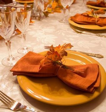 https://cf.ltkcdn.net/weddings/images/slide/106429-377x400-falltable9.jpg