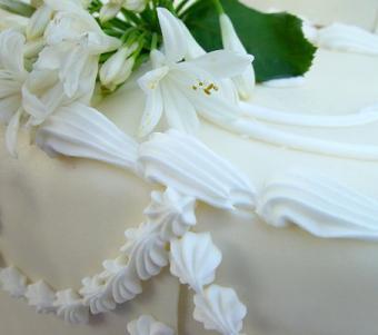https://cf.ltkcdn.net/weddings/images/slide/106435-452x400-dessertbar2.jpg
