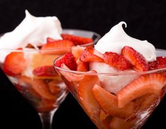 https://cf.ltkcdn.net/weddings/images/slide/106437-516x400-dessertbar1.jpg