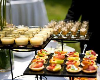 https://cf.ltkcdn.net/weddings/images/slide/106444-495x400-dessertbar6.jpg