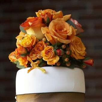 https://cf.ltkcdn.net/weddings/images/slide/106516-400x400-fallarrange17.jpg