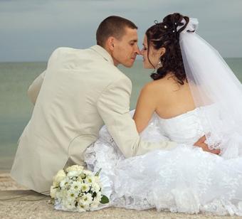 https://cf.ltkcdn.net/weddings/images/slide/106577-441x400-groom1.jpg