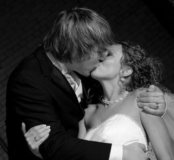 https://cf.ltkcdn.net/weddings/images/slide/106599-434x400-newyear13.jpg