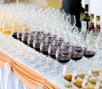 https://cf.ltkcdn.net/weddings/images/slide/106625-460x400-buffet4.jpg