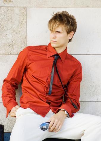 https://cf.ltkcdn.net/weddings/images/slide/106665-586x819-Man_Red_Shirt.jpg