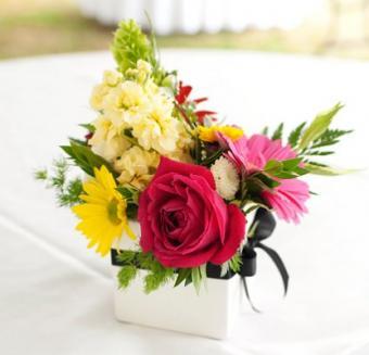 https://cf.ltkcdn.net/weddings/images/slide/106715-416x400-summercenter1.jpg
