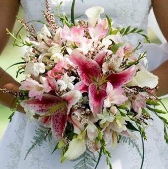 https://cf.ltkcdn.net/weddings/images/slide/106732-396x400-summerbouquet6.jpg
