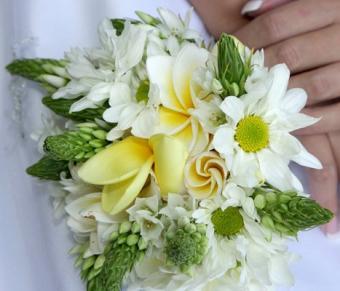 https://cf.ltkcdn.net/weddings/images/slide/106736-467x400-summerbouquet2.jpg