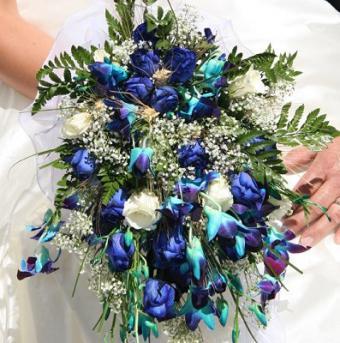 https://cf.ltkcdn.net/weddings/images/slide/106738-397x400-summerbouquet1.jpg