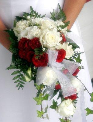 https://cf.ltkcdn.net/weddings/images/slide/106743-306x400-summerbouquet11.jpg