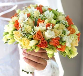 https://cf.ltkcdn.net/weddings/images/slide/106744-440x400-summerbouquet4.jpg