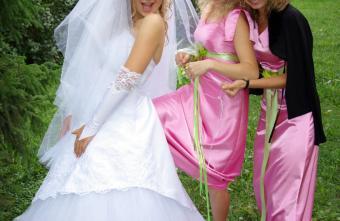 https://cf.ltkcdn.net/weddings/images/slide/106754-850x553-Bright_Pink_and_Green_BM_Dresses.jpg