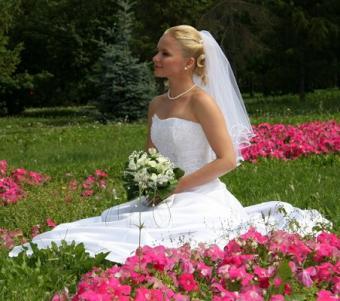 https://cf.ltkcdn.net/weddings/images/slide/106756-452x400-sumdress11.jpg