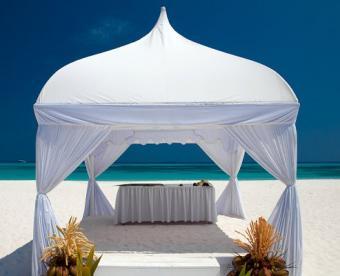 https://cf.ltkcdn.net/weddings/images/slide/106868-493x400-beachidea1.jpg