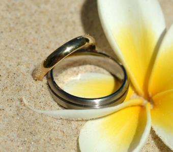 https://cf.ltkcdn.net/weddings/images/slide/106875-455x400-beachidea11.jpg