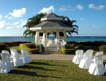 https://cf.ltkcdn.net/weddings/images/slide/106884-523x400-beachidea4.jpg
