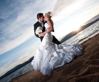 https://cf.ltkcdn.net/weddings/images/slide/106885-487x400-beachidea15.jpg