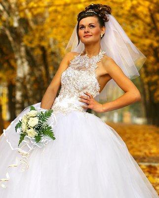 https://cf.ltkcdn.net/weddings/images/slide/106888-322x400-falldress3.jpg