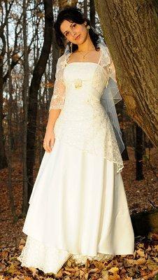 https://cf.ltkcdn.net/weddings/images/slide/106892-226x400-falldress2.jpg