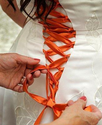 https://cf.ltkcdn.net/weddings/images/slide/106893-328x400-falldress7.jpg