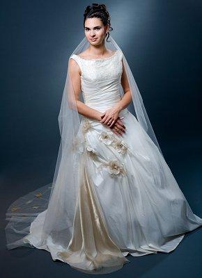https://cf.ltkcdn.net/weddings/images/slide/106894-290x400-falldress15.jpg