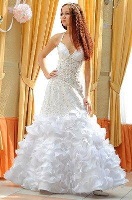 https://cf.ltkcdn.net/weddings/images/slide/106895-265x400-falldress10.jpg