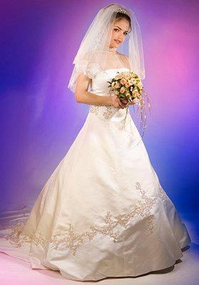https://cf.ltkcdn.net/weddings/images/slide/106896-279x400-falldress13.jpg