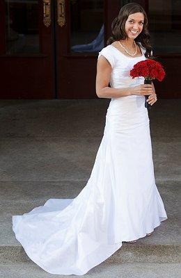 https://cf.ltkcdn.net/weddings/images/slide/106899-260x400-falldress12.jpg
