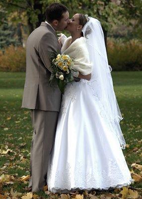 https://cf.ltkcdn.net/weddings/images/slide/106900-286x400-falldress18.jpg