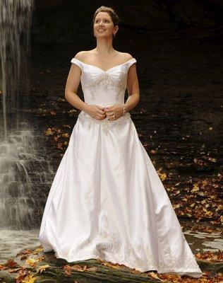 https://cf.ltkcdn.net/weddings/images/slide/106901-316x400-falldress9.jpg