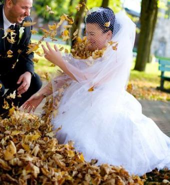 https://cf.ltkcdn.net/weddings/images/slide/106903-368x400-falldress16.jpg