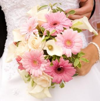 https://cf.ltkcdn.net/weddings/images/slide/106959-395x400-pinkbouquet12.jpg