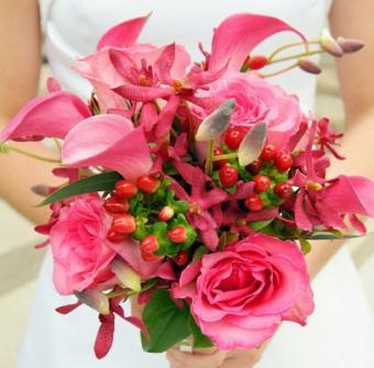 https://cf.ltkcdn.net/weddings/images/slide/106960-406x400-pinkbouquet8.jpg