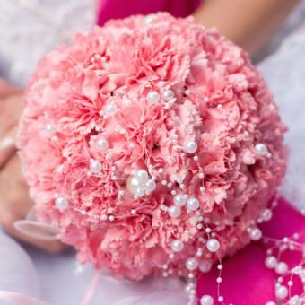https://cf.ltkcdn.net/weddings/images/slide/106961-400x400-pinkbouquet3.jpg