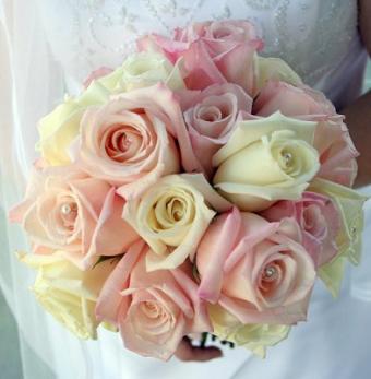 https://cf.ltkcdn.net/weddings/images/slide/106963-392x400-pinkbouquet9.jpg