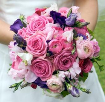 https://cf.ltkcdn.net/weddings/images/slide/106964-408x400-pinkbouquet5.jpg