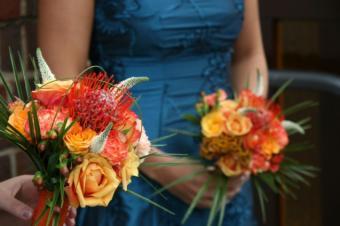 https://cf.ltkcdn.net/weddings/images/slide/106967-637x424-EmbroideredBlueDress.jpg