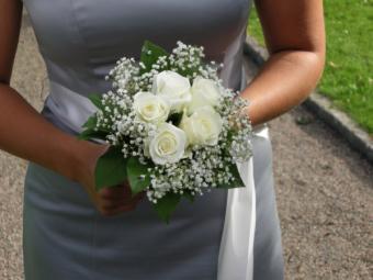 https://cf.ltkcdn.net/weddings/images/slide/106971-600x450-SilverBMDresses.jpg
