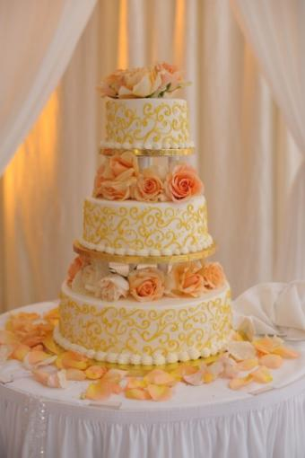 https://cf.ltkcdn.net/weddings/images/slide/106979-424x636r1-PeachCake.jpg