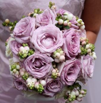 https://cf.ltkcdn.net/weddings/images/slide/106997-393x400-fallroses2.jpg